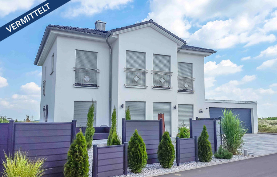 christian-fexer-immobilien wuerzburg-einfamilienwohnhaus-hausansicht-vorderseite-unterpleichfeld-vermittelt